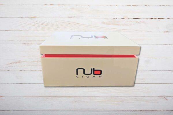 Nub Cigars Humidor, gefüllt, geschlossen