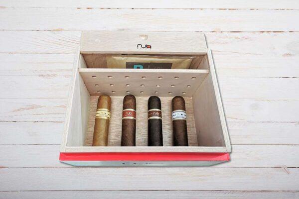 Nub Cigars Humidor, gefüllt, offen