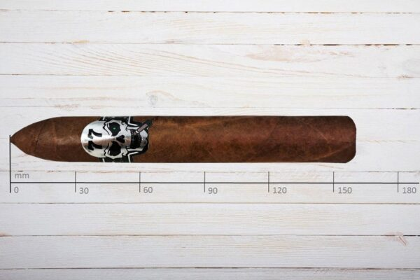 Cigare / Skull 77 El Volcano, Belicoso, Ring 58, Länge: 159 mm