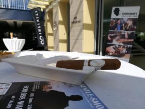 gentlemans-cigars-infiniti-meets-smokers-event-april-2018 (4)